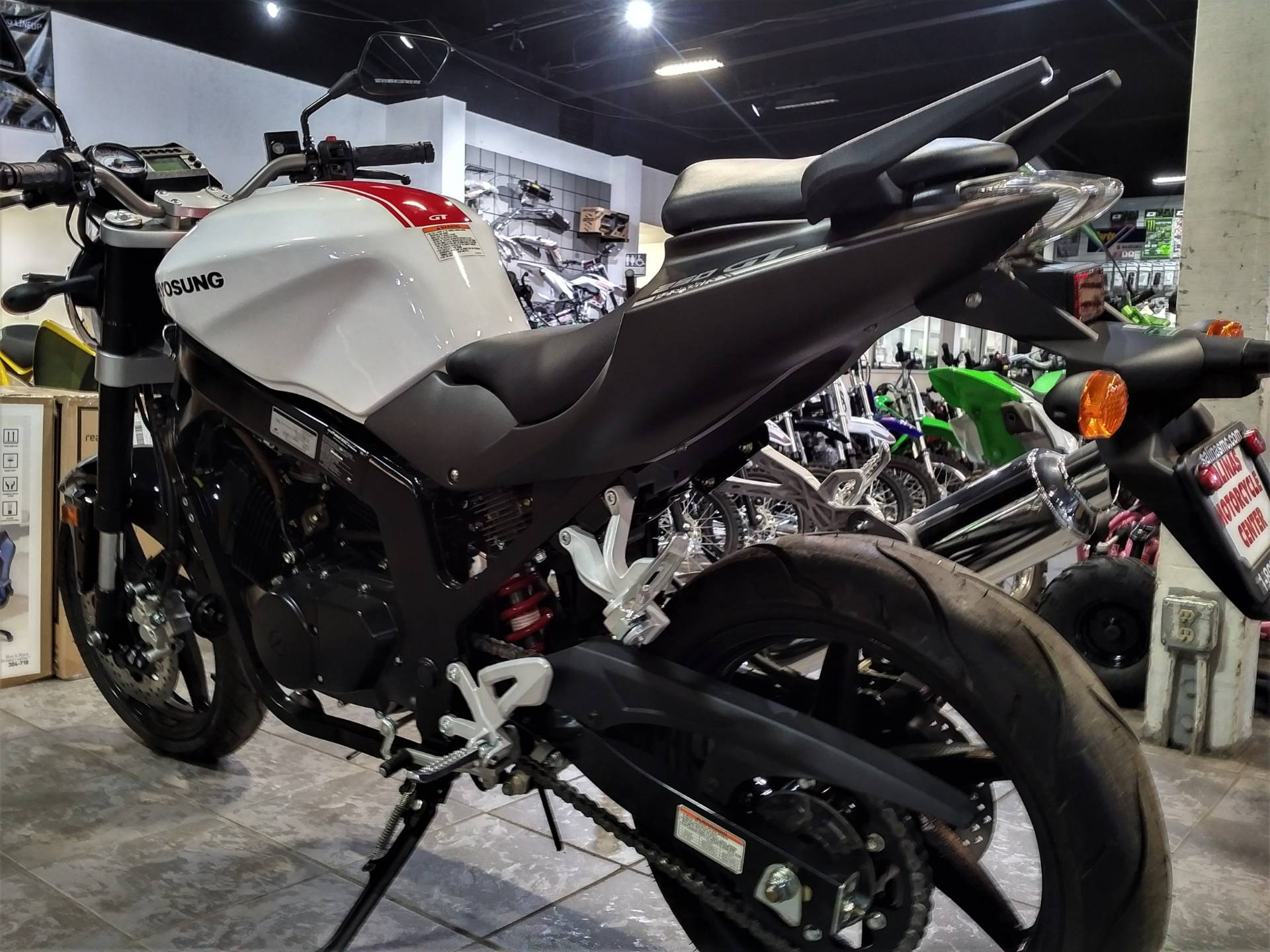 2017 Hyosung GT250 in Salinas, California - Photo 7