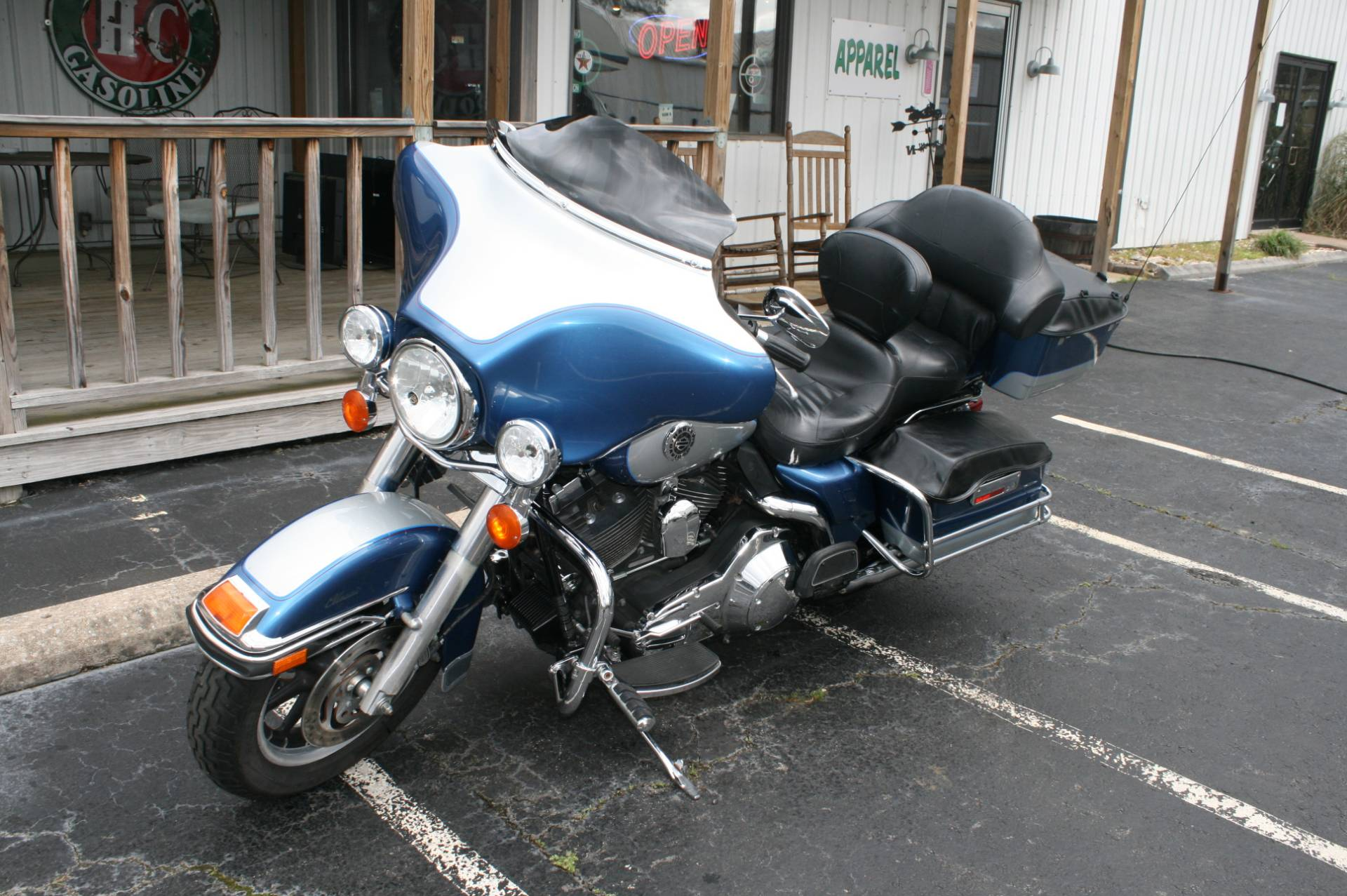 2006 Harley-Davidson FLHTC ELECTRA GLIDE CLASSIC in Greenbrier, Arkansas
