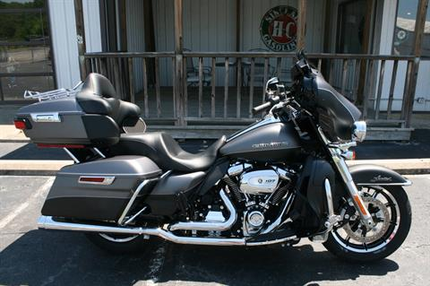 2017 Harley-Davidson FLHTK ULTRA LIMITED in Greenbrier, Arkansas