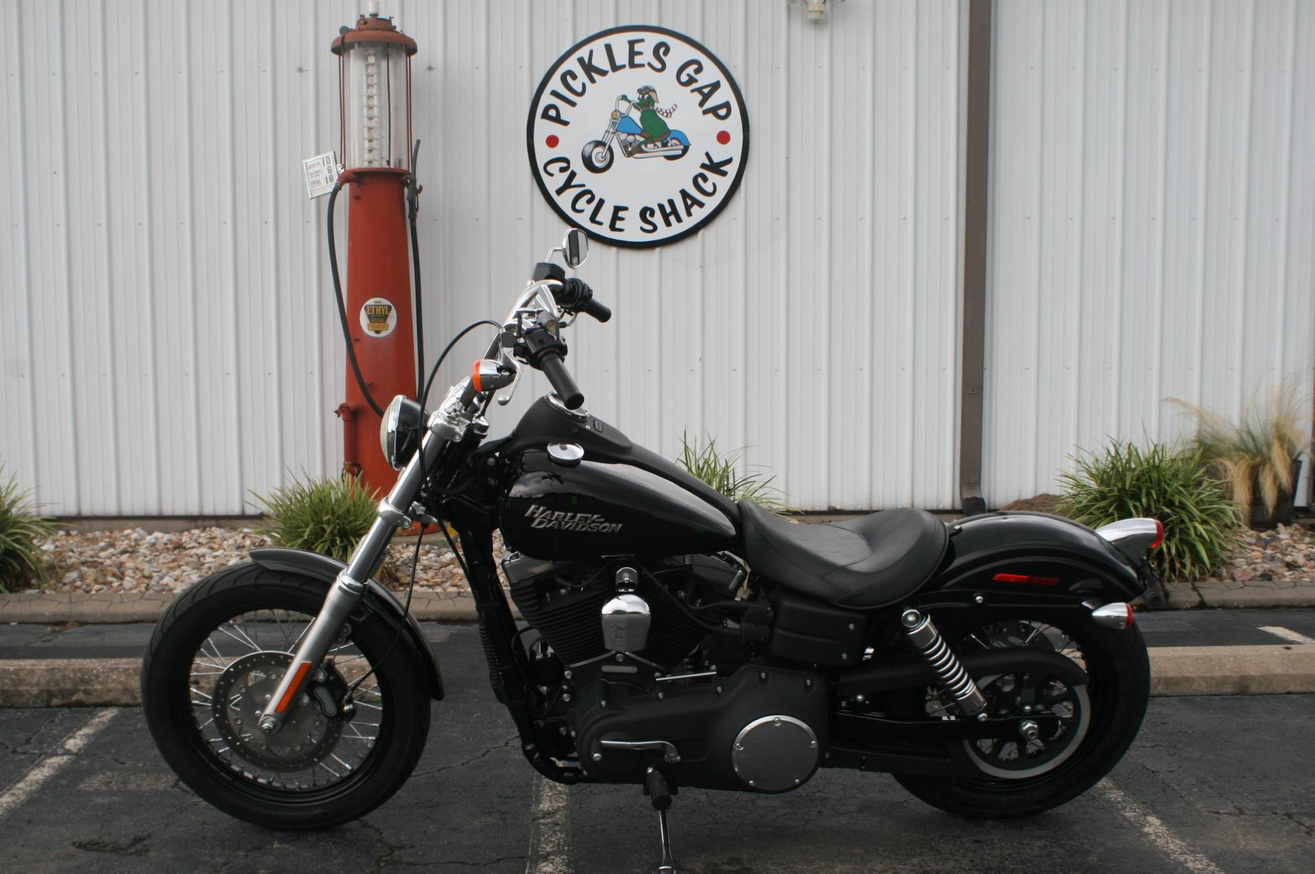 2011 Harley-Davidson FXDB STREET BOB in Greenbrier, Arkansas - Photo 1