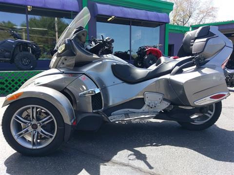 2012 Can-Am Spyder® RT-S SE5 in Phillipston, Massachusetts
