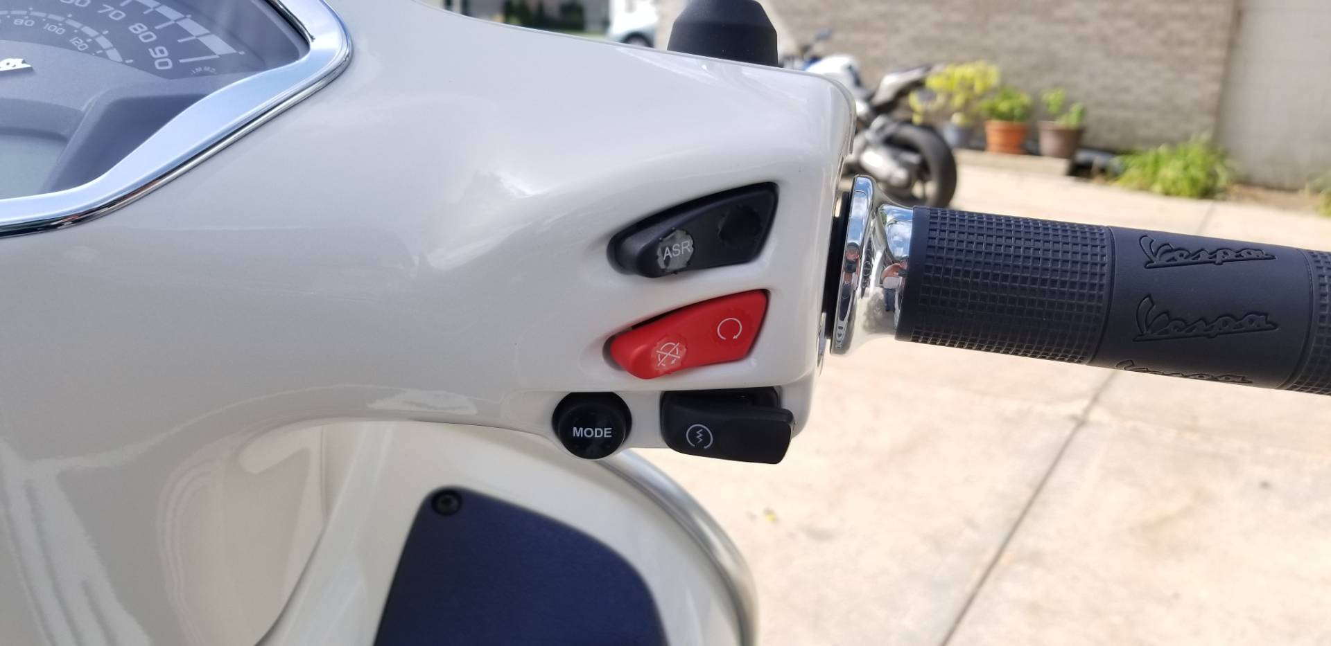 2019 Vespa GTS 300 Yacht Club Special edition in Middleton, Wisconsin - Photo 12
