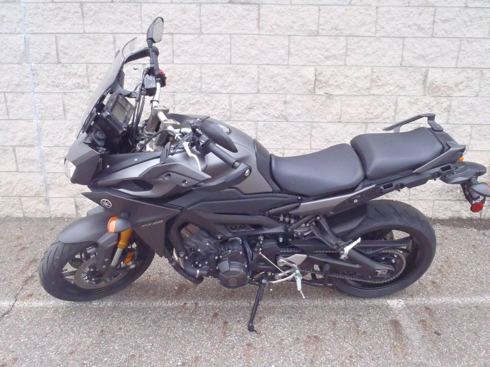 2015 Yamaha FJ-09 12