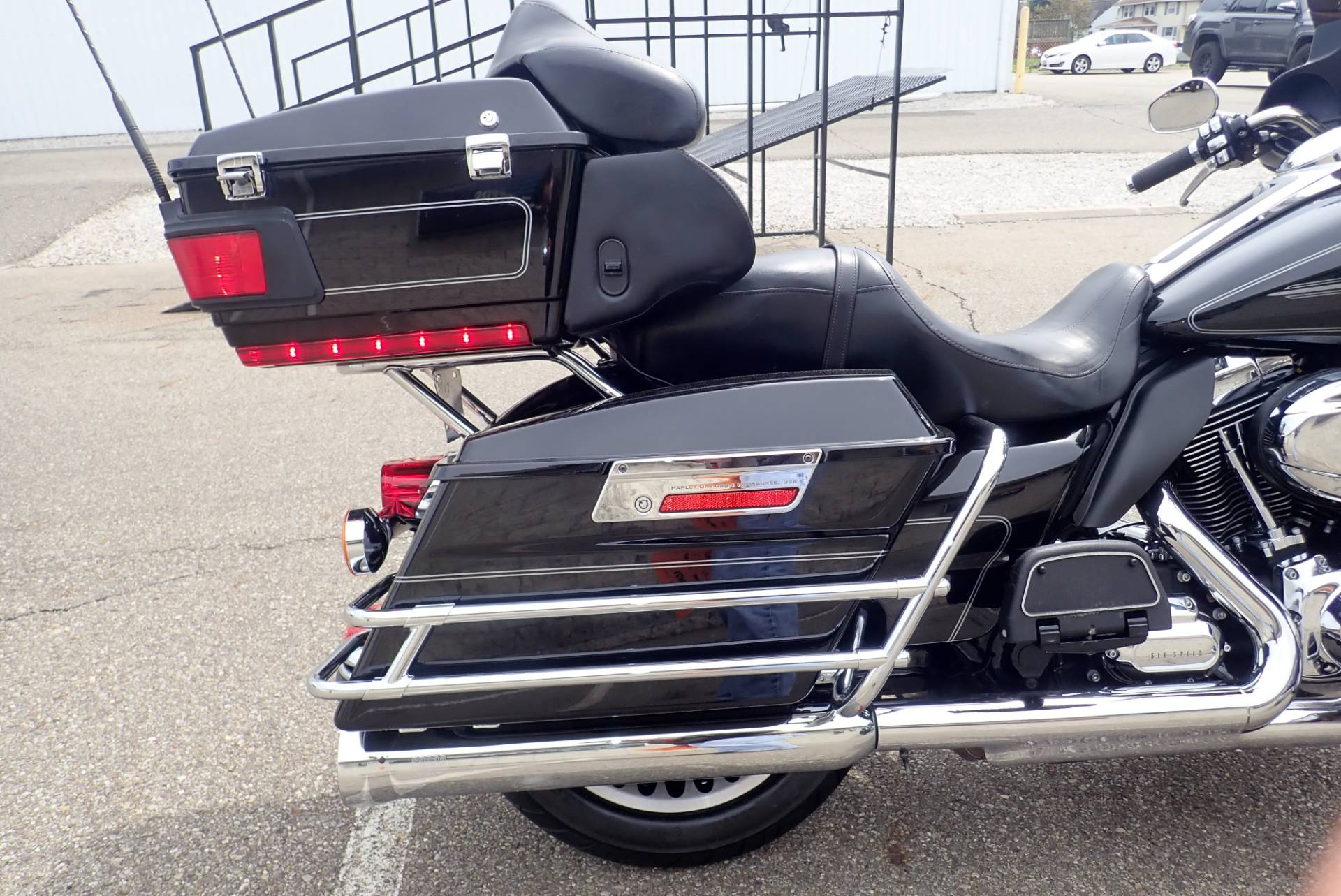 2011 Harley-Davidson Ultra Classic® Electra Glide® in Massillon, Ohio - Photo 6