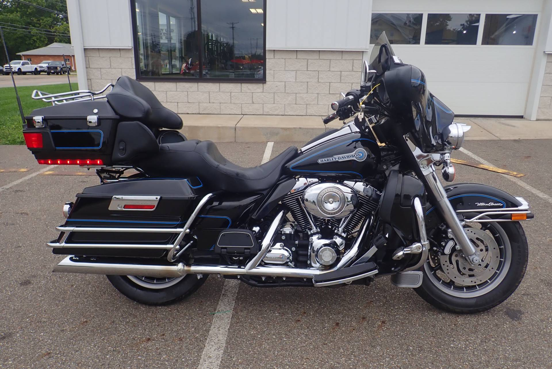 2007 Harley-Davidson Ultra Classic® Electra Glide® Peace Officer Special Edition in Massillon, Ohio - Photo 2