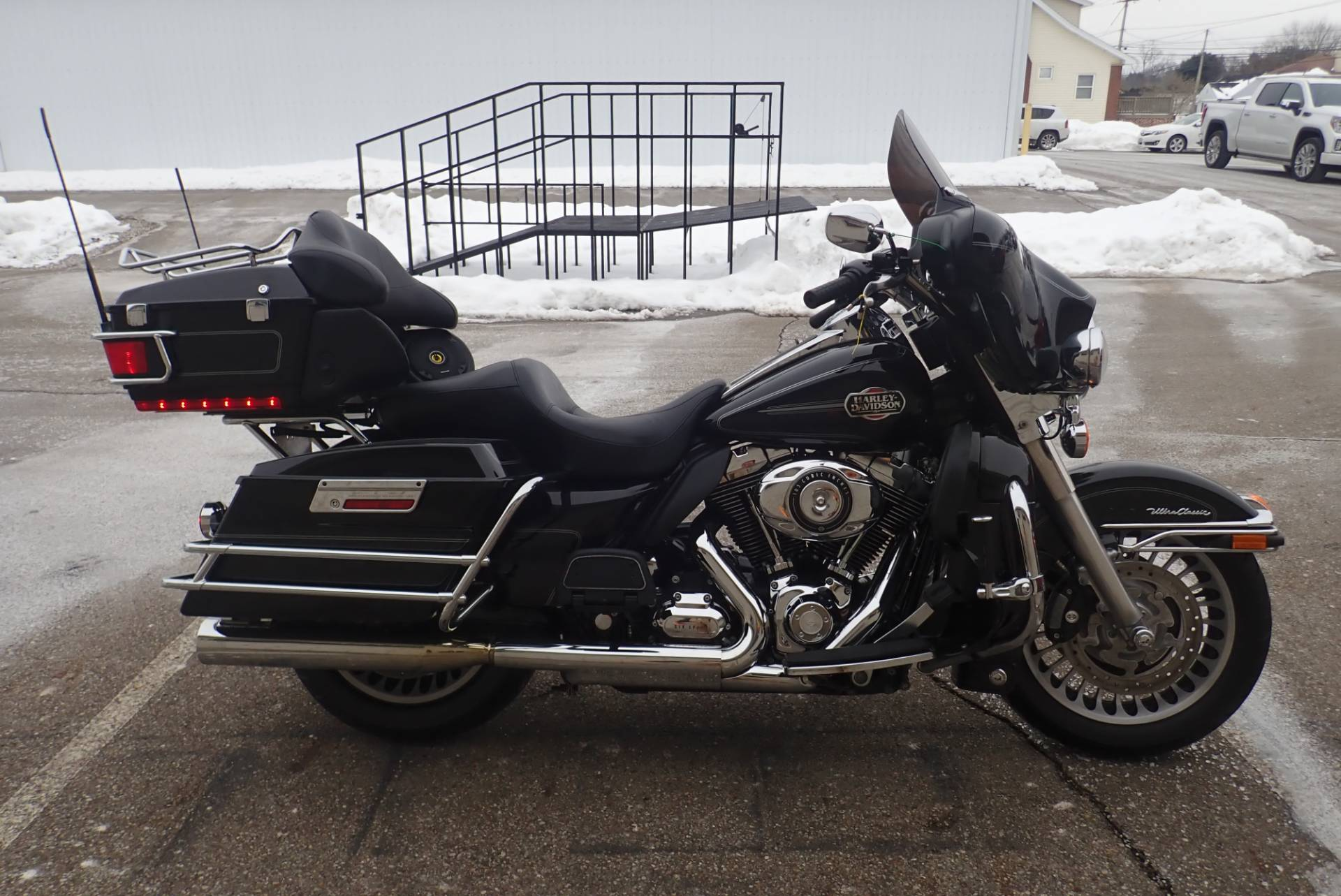 2010 Harley-Davidson Ultra Classic® Electra Glide® in Massillon, Ohio - Photo 2
