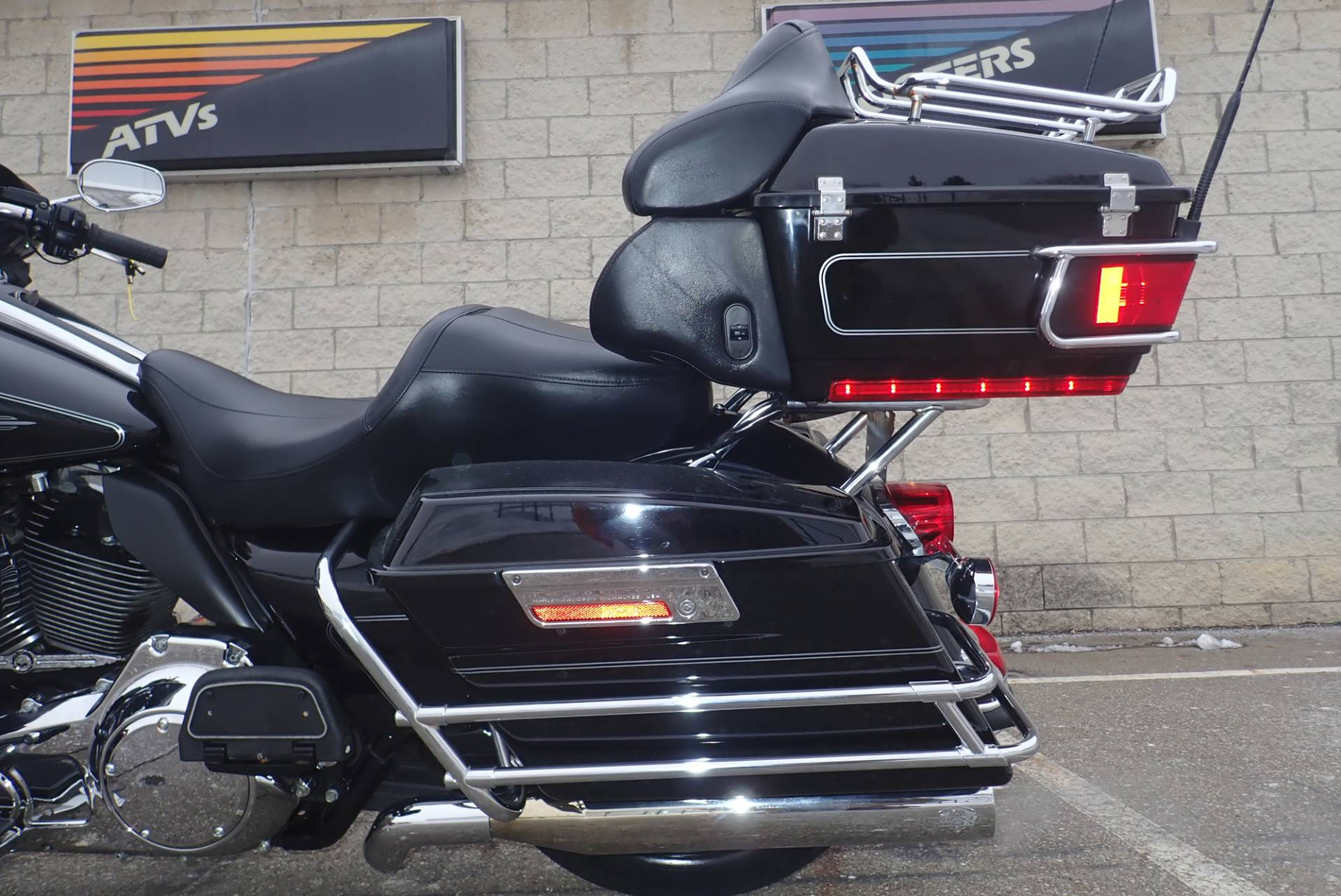 2010 Harley-Davidson Ultra Classic® Electra Glide® in Massillon, Ohio - Photo 8