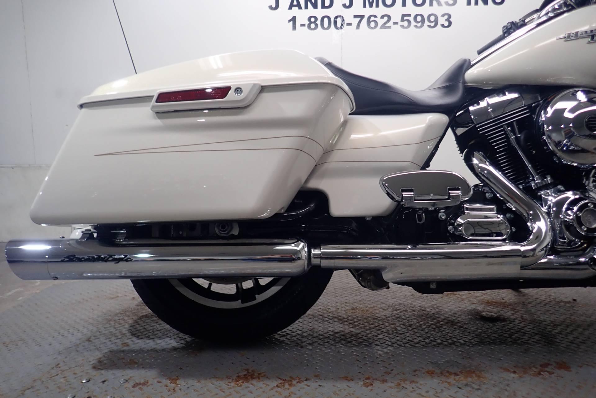 2015 Harley-Davidson Street Glide Special 5