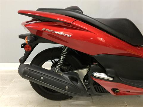 2013 Honda PCX150 in Belleville, Michigan - Photo 2