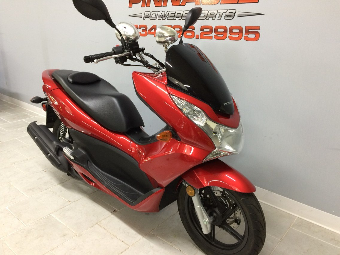 2013 Honda PCX150 in Belleville, Michigan - Photo 4