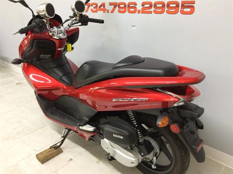 2013 Honda PCX150 in Belleville, Michigan - Photo 11