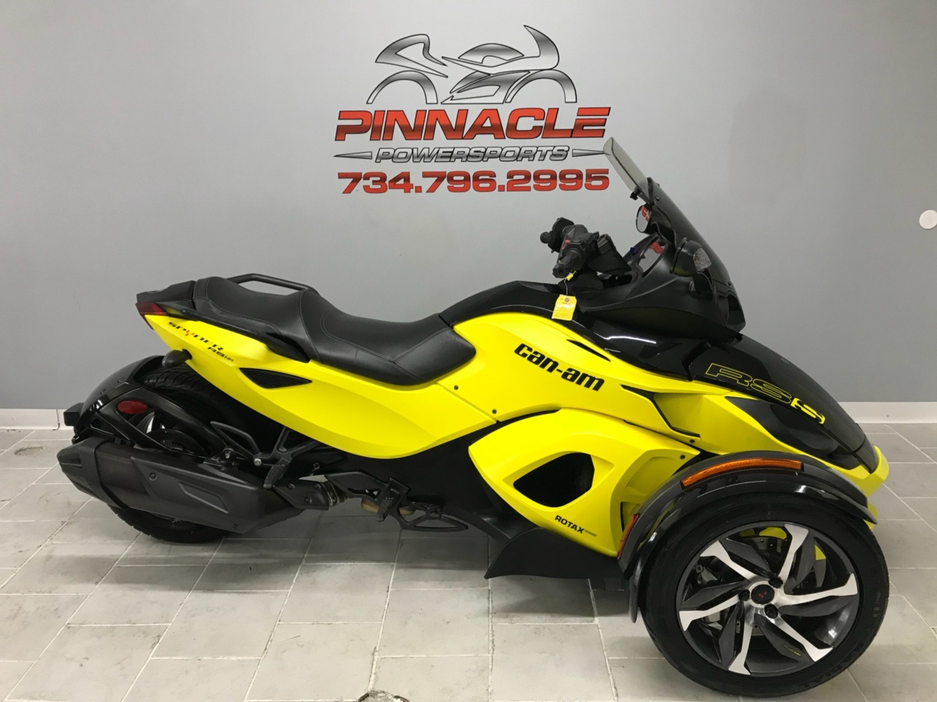 2014 Can-Am™ Spyder RS-S SM5 1