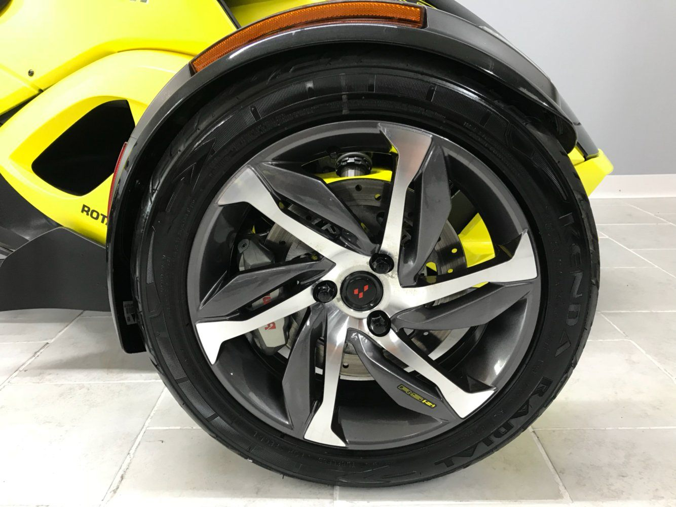 2014 Can-Am™ Spyder RS-S SM5 7