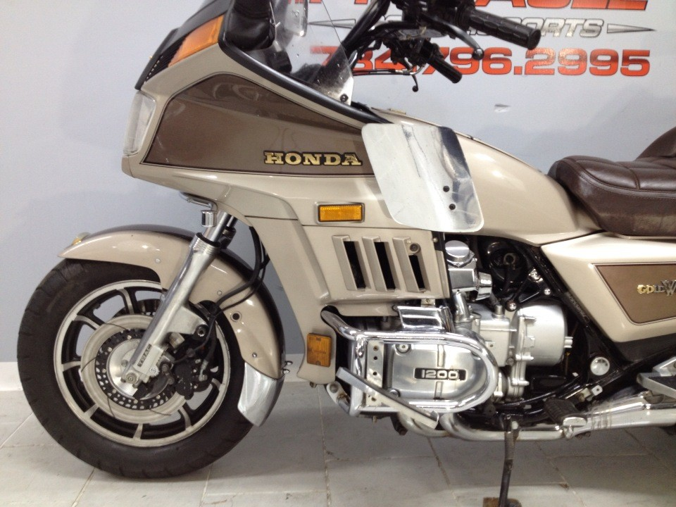 1985 Honda GOLD WING in Belleville, Michigan - Photo 10