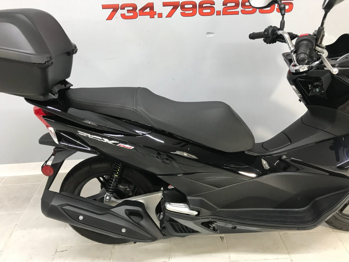 2015 Honda PCX150 in Belleville, Michigan - Photo 5
