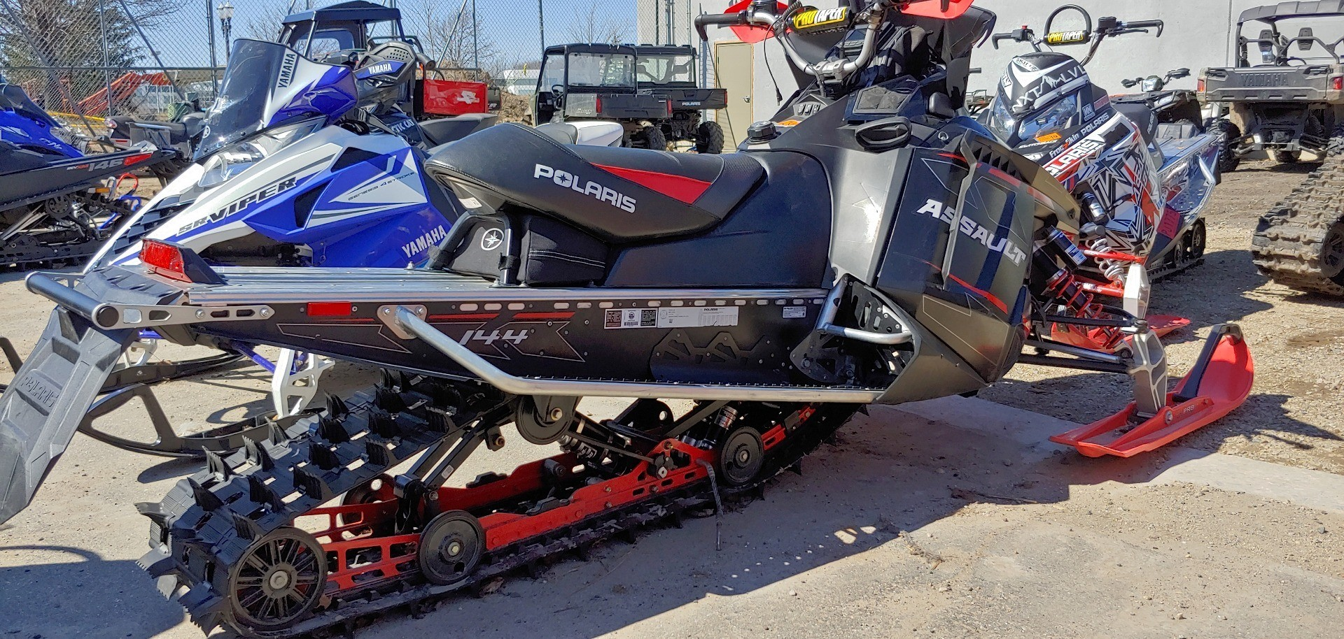 2015 Polaris 800 Switchback Assault 144 SC in Dimondale, Michigan - Photo 2