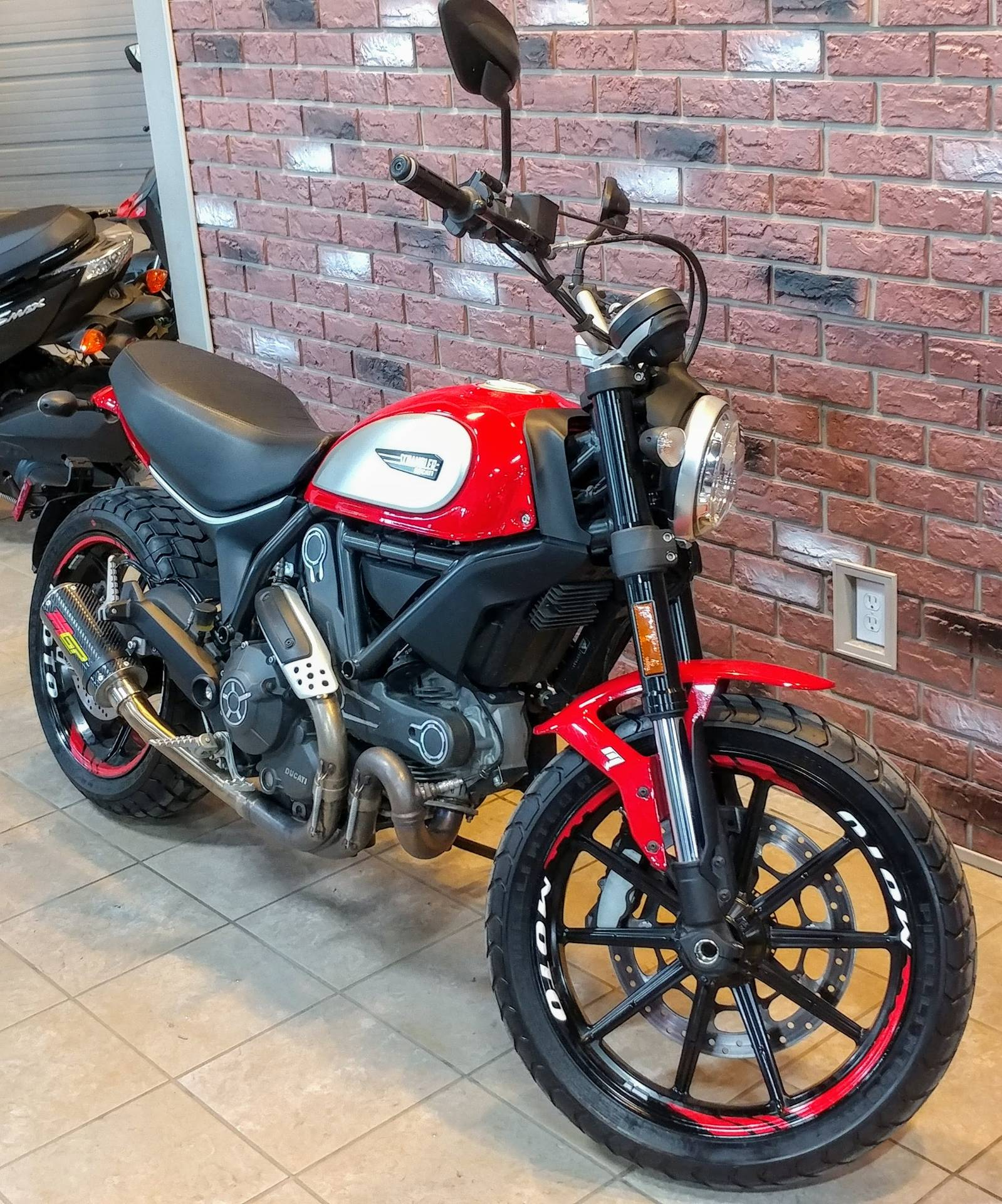 2016 Ducati Scrambler Icon in Dimondale, Michigan