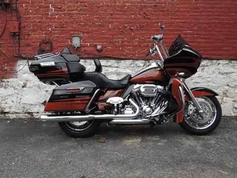 2016 Harley-Davidson CVO™ Road Glide™ Ultra in Port Clinton, Pennsylvania