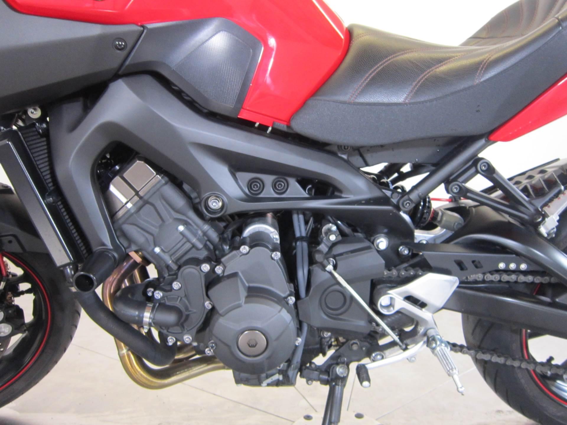 2014 Yamaha FZ-09 12