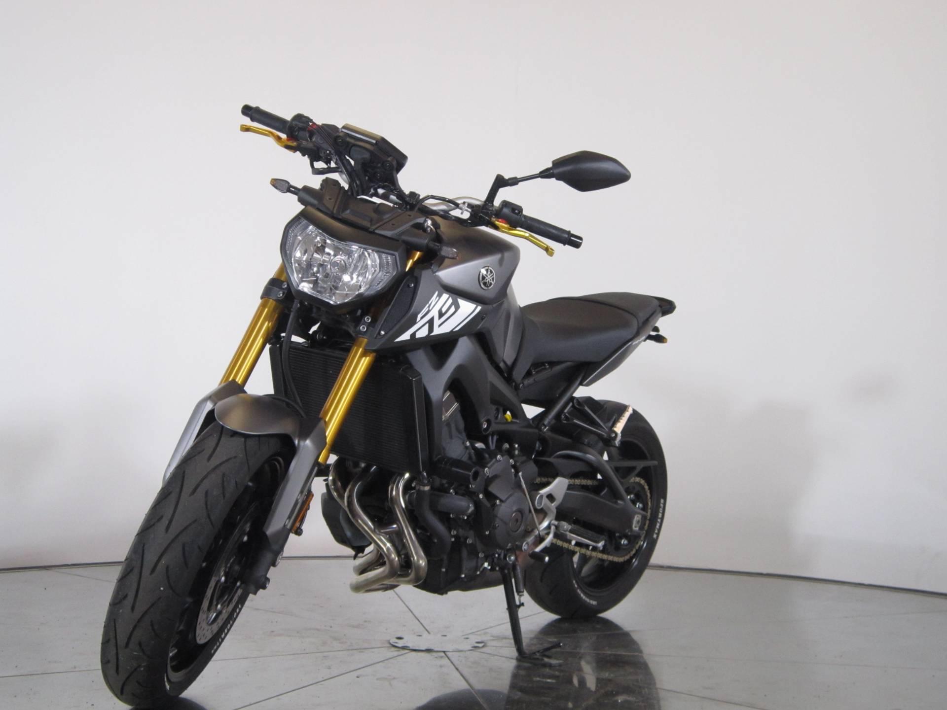 2015 Yamaha FZ-09 4