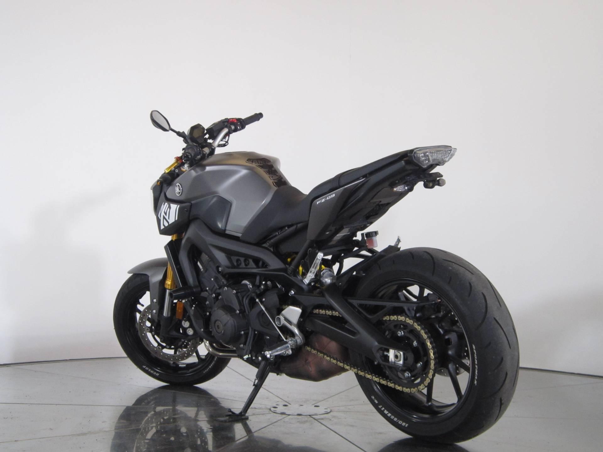 2015 Yamaha FZ-09 6
