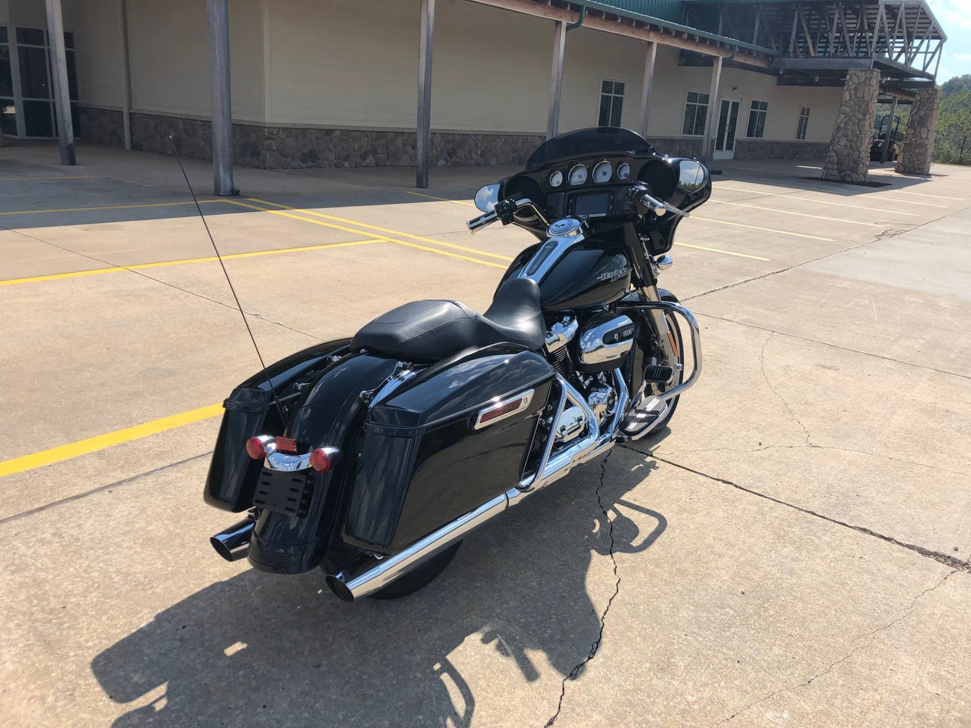 2017 Harley-Davidson Street Glide® Special in Williamstown, West Virginia - Photo 8