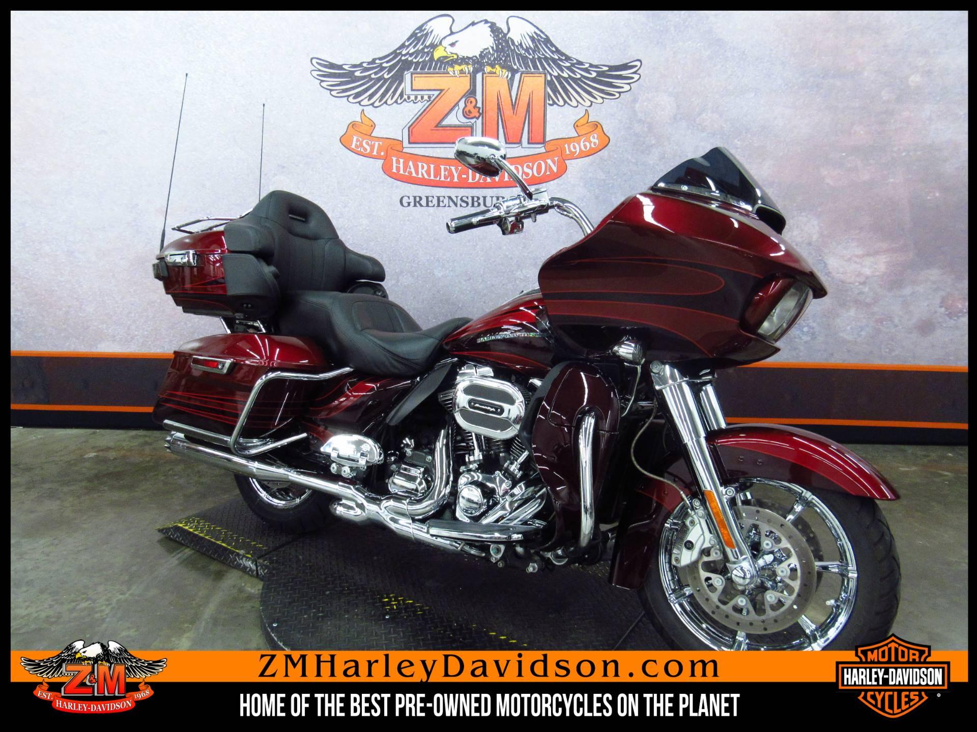 2015 Harley-Davidson CVO™ Road Glide® Ultra in Greensburg, Pennsylvania