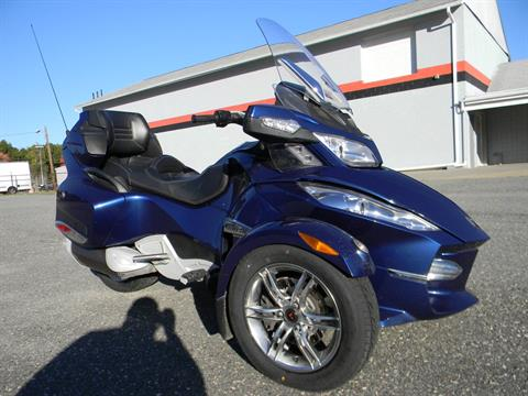 2011 Can-Am Spyder® RT-S SE5 in Springfield, Massachusetts