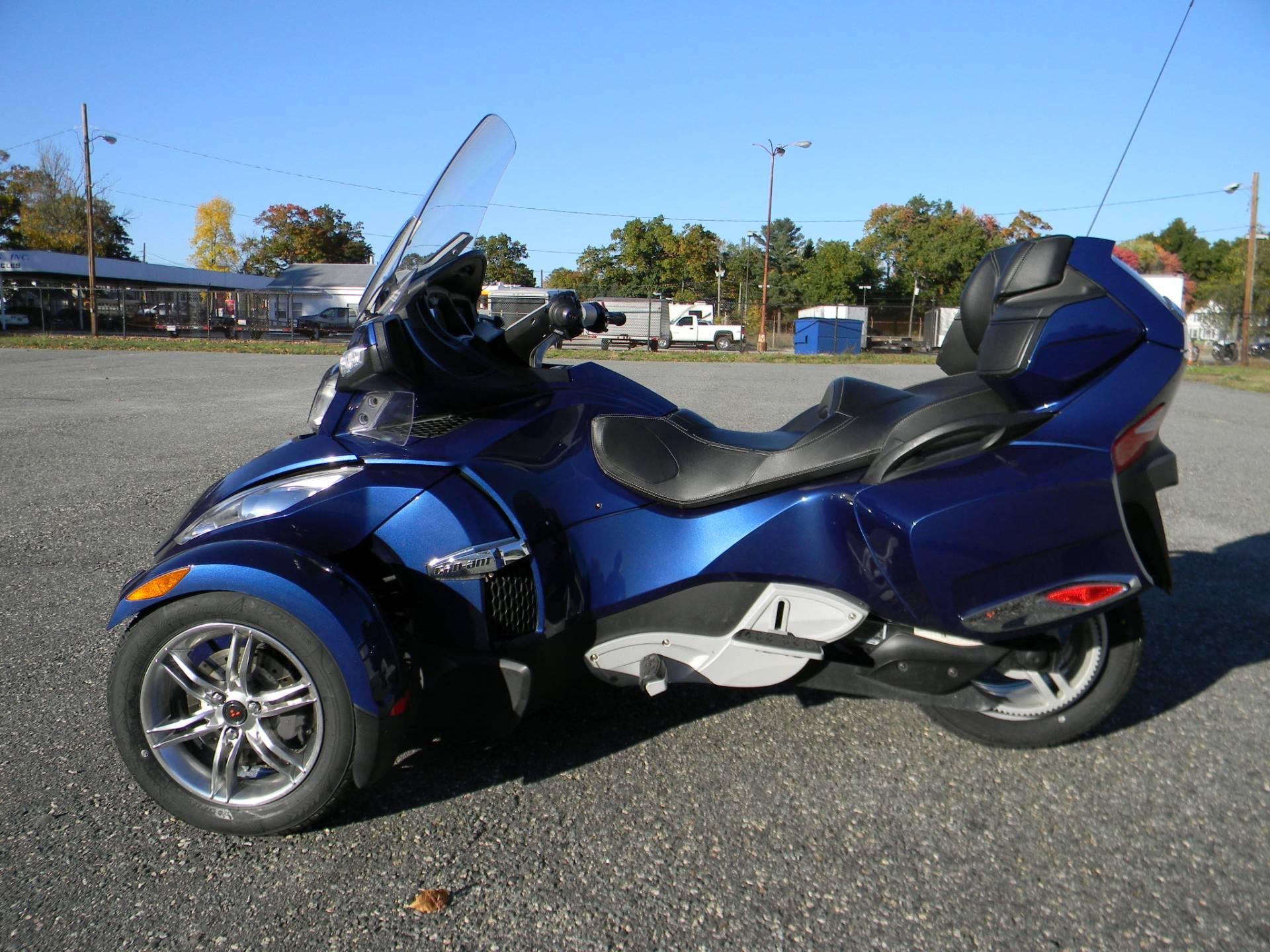 2011 Can-Am Spyder® RT-S SE5 in Springfield, Massachusetts