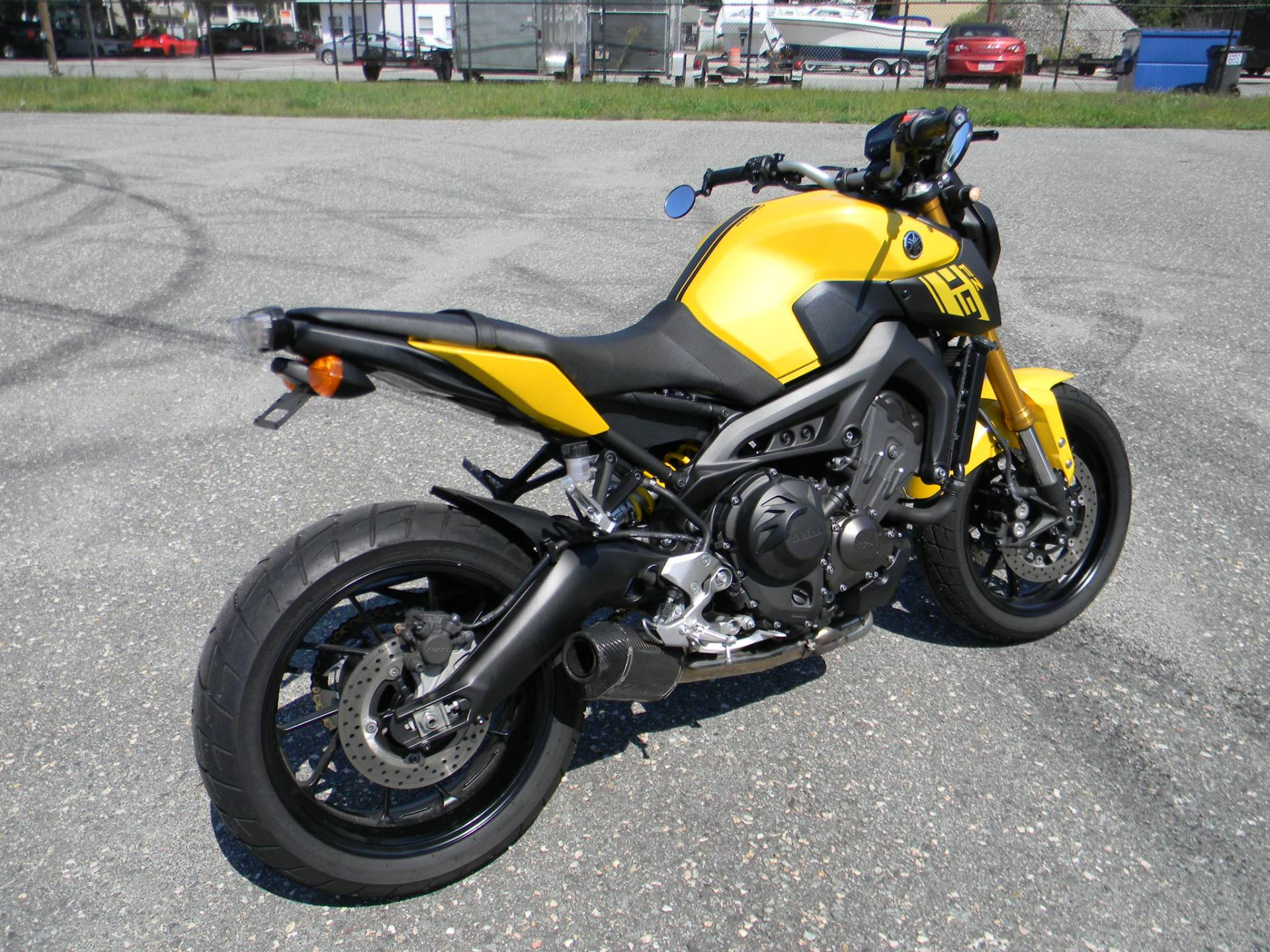 2015 Yamaha FZ-09 in Springfield, Massachusetts - Photo 3