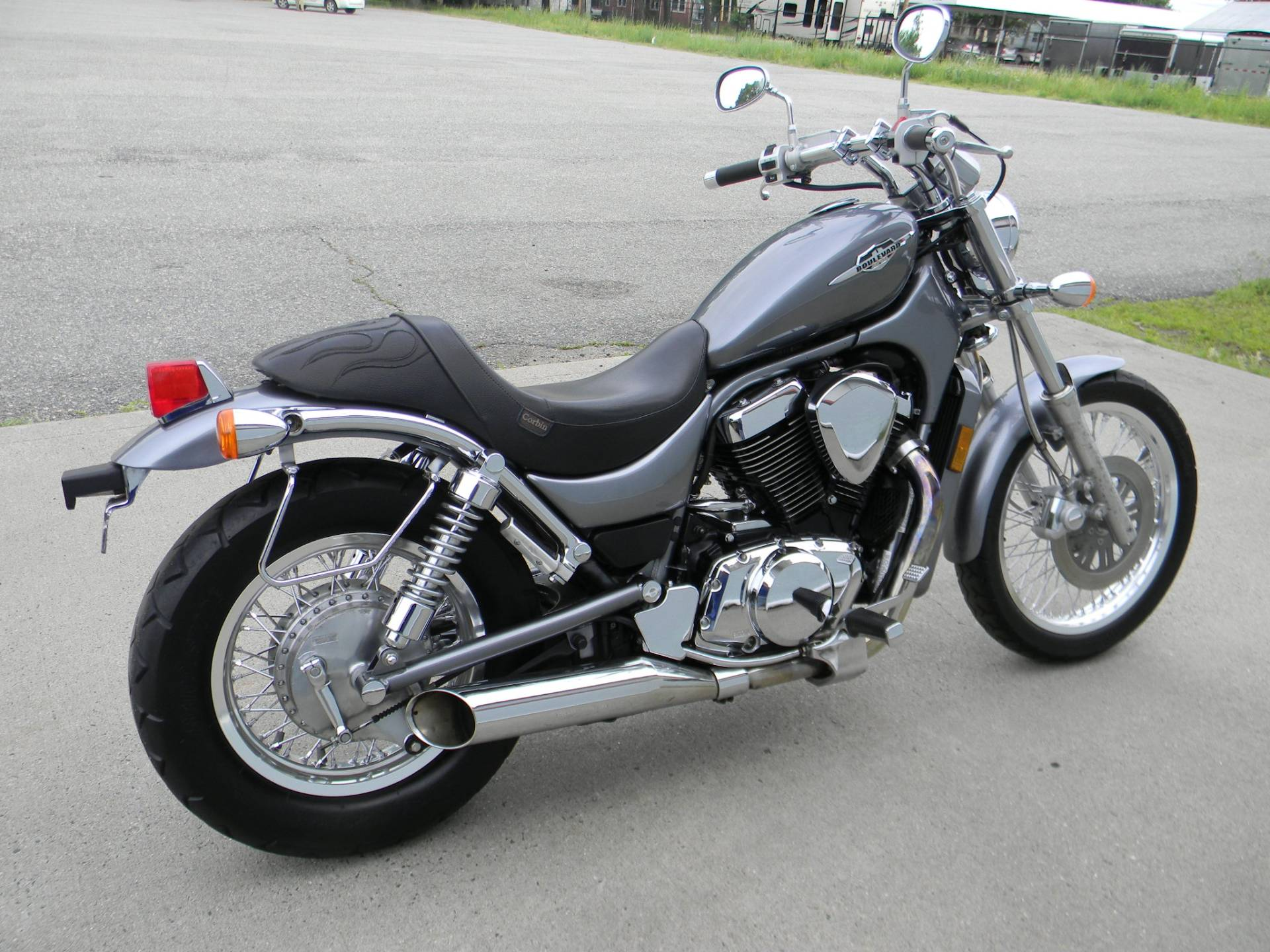 2005 Suzuki Boulevard S50 in Springfield, Massachusetts - Photo 3