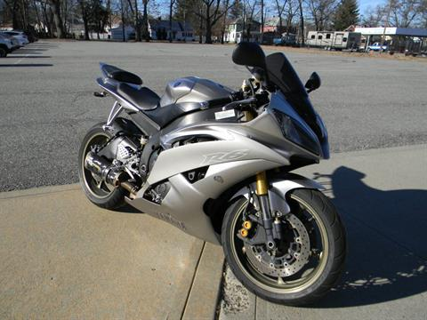 2008 Yamaha YZF-R6 in Springfield, Massachusetts - Photo 2