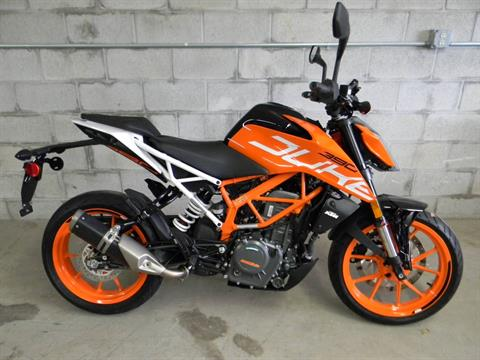 2018 KTM 390 Duke in Springfield, Massachusetts