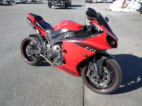 2014 Yamaha YZF-R1 in Springfield, Massachusetts - Photo 2