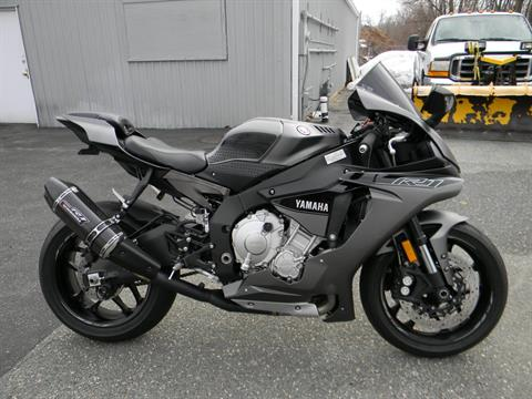 2016 Yamaha YZF-R1 in Springfield, Massachusetts