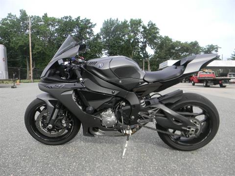 2016 Yamaha YZF-R1 in Springfield, Massachusetts - Photo 6