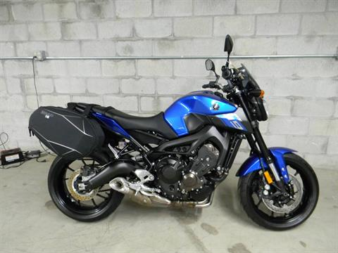 2016 Yamaha FZ-09 in Springfield, Massachusetts