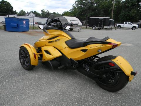 2013 Can-Am Spyder® ST-S SM5 in Springfield, Massachusetts