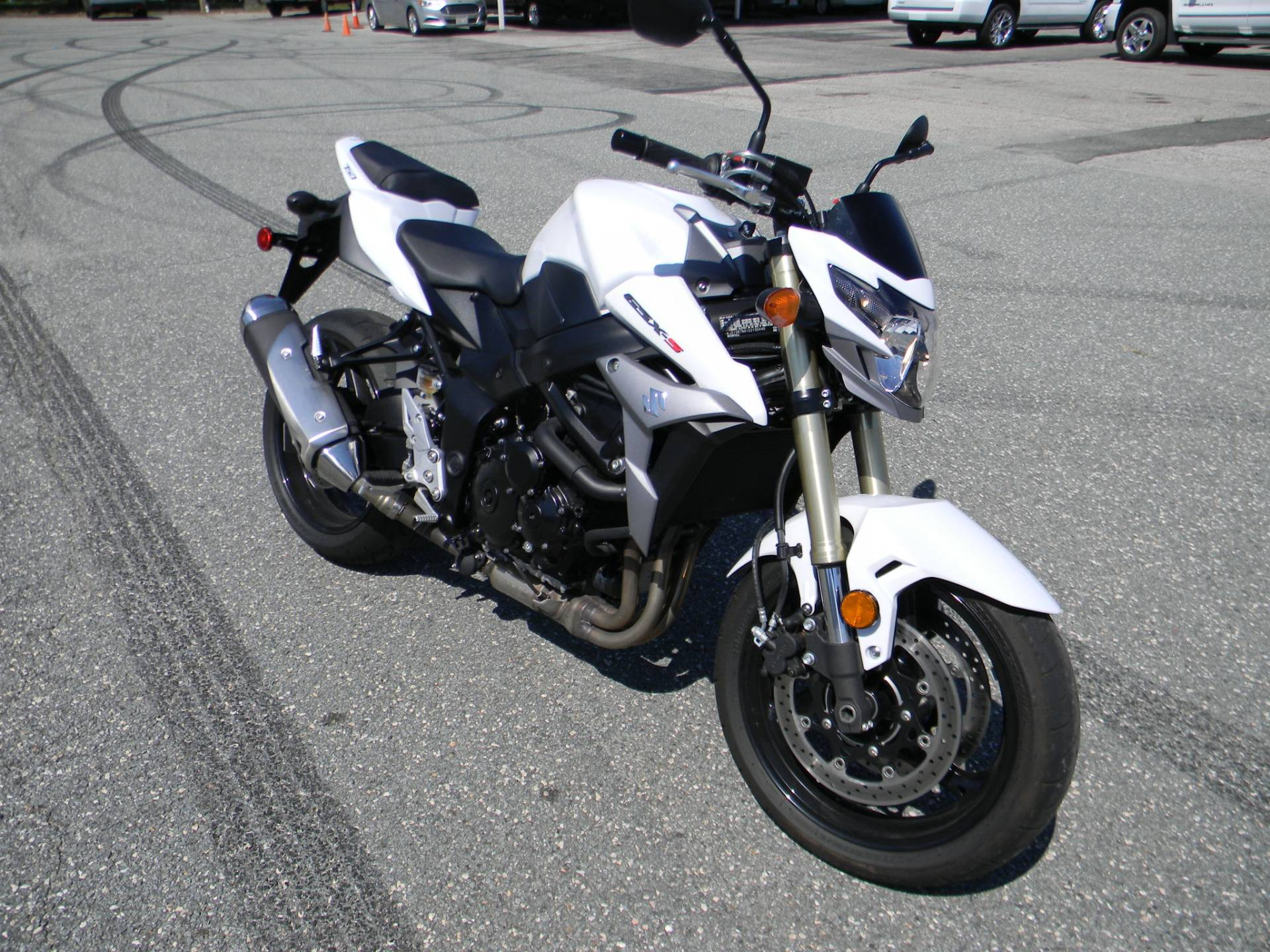 2016 Suzuki GSX-S750 in Springfield, Massachusetts - Photo 2