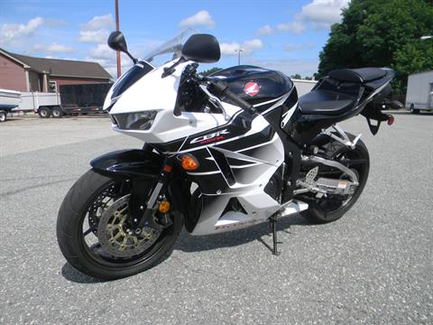 2016 Honda CBR600RR in Springfield, Massachusetts - Photo 5