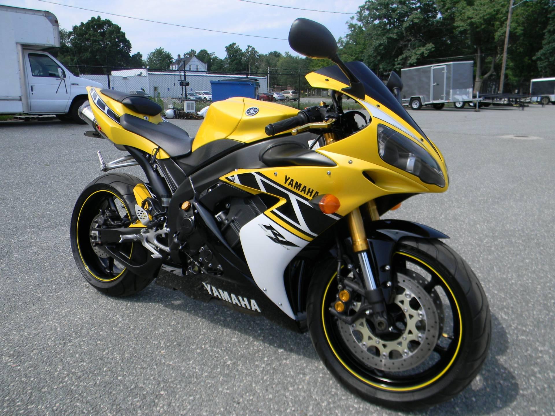 2006 Yamaha YZF-R1 2