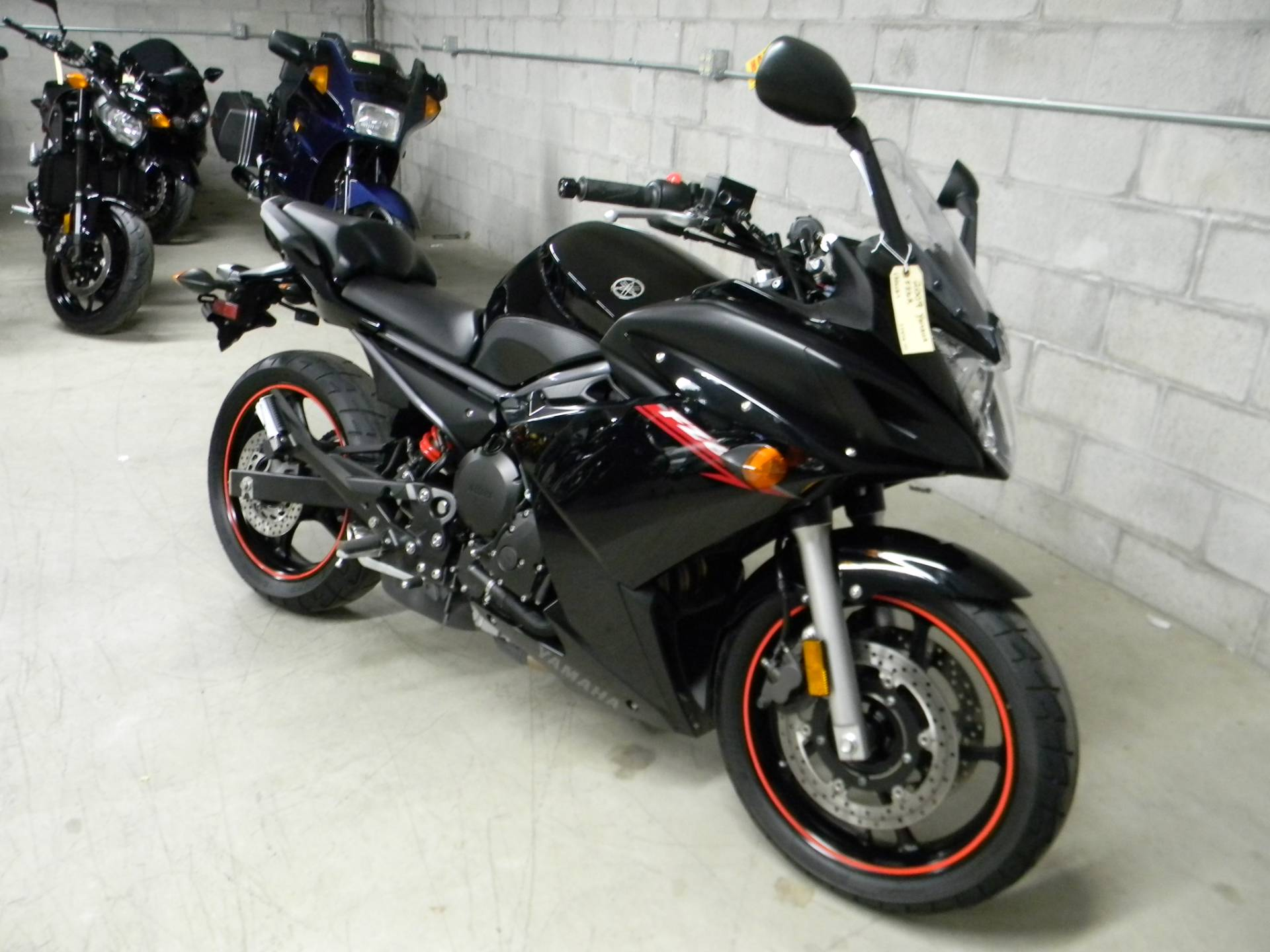 2009 Yamaha FZ6R in Springfield, Massachusetts - Photo 4