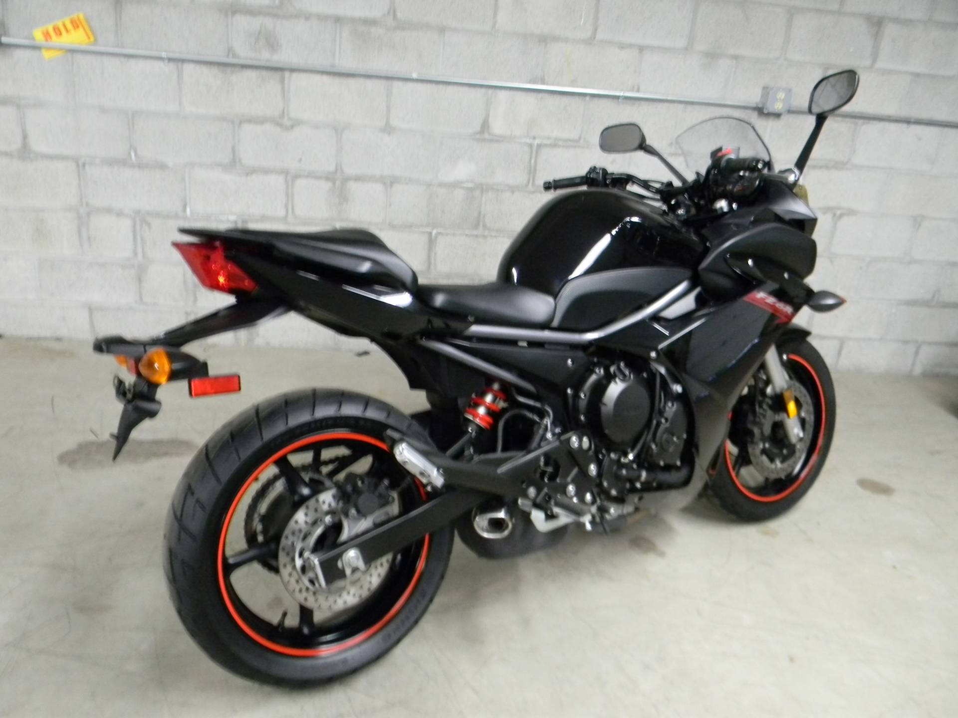 2009 Yamaha FZ6R in Springfield, Massachusetts - Photo 5