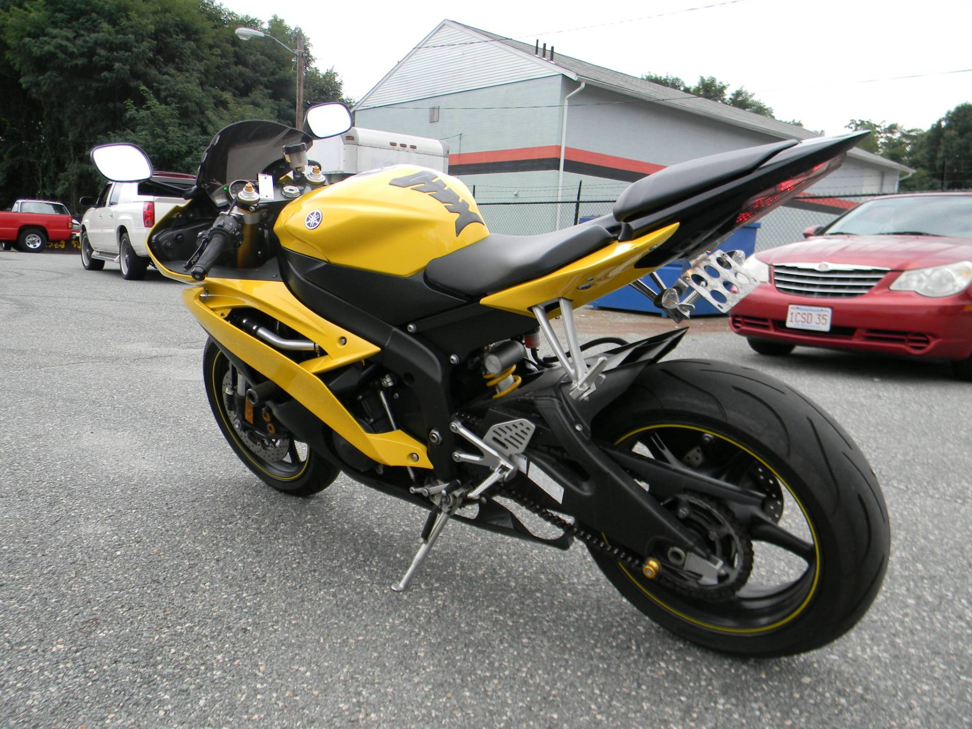 2008 Yamaha YZF-R6 in Springfield, Massachusetts - Photo 6