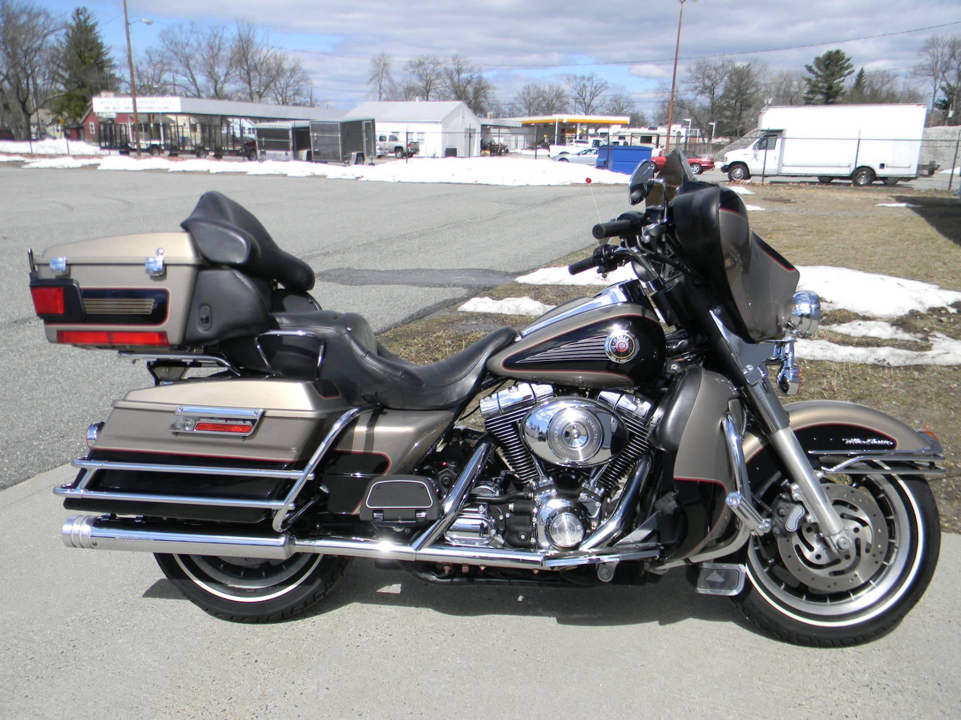 2004 Harley-Davidson FLHTC/FLHTCI Electra Glide® Classic in Springfield, Massachusetts