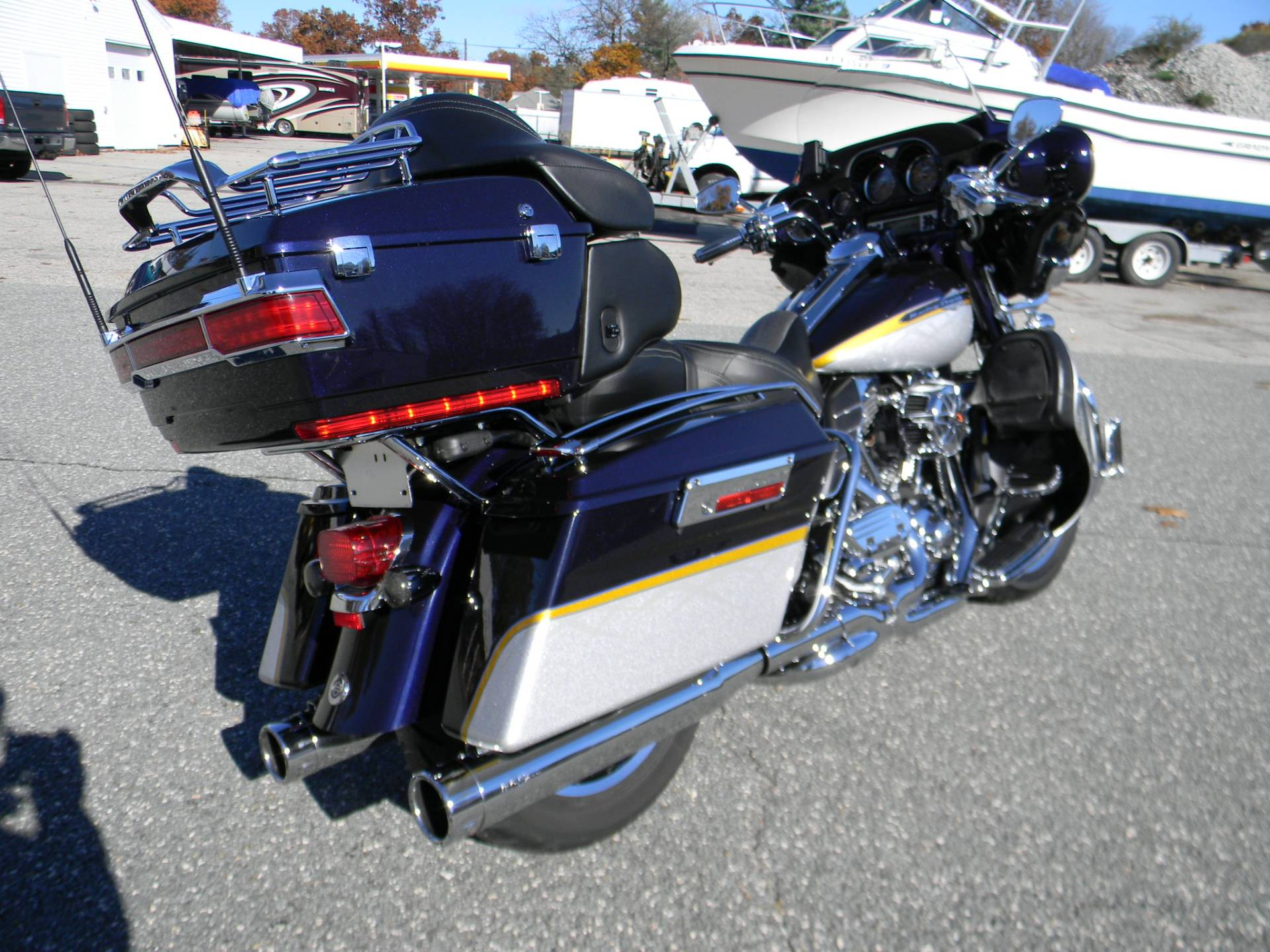 2012 Harley-Davidson CVO™ Ultra Classic® Electra Glide® in Springfield, Massachusetts - Photo 3