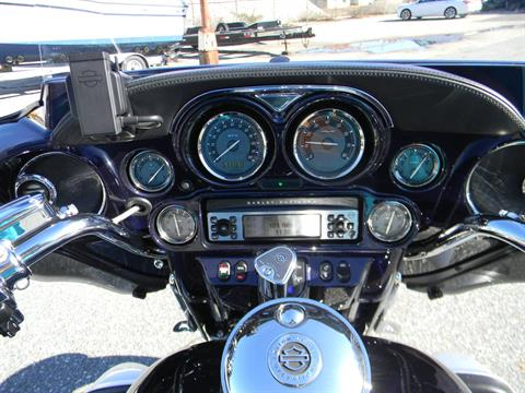 2012 Harley-Davidson CVO™ Ultra Classic® Electra Glide® in Springfield, Massachusetts - Photo 5