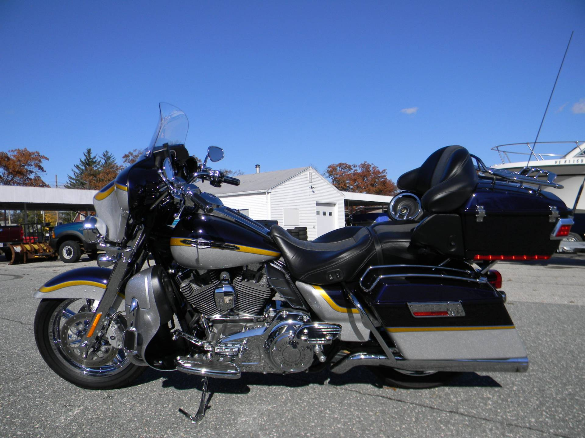 2012 Harley-Davidson CVO™ Ultra Classic® Electra Glide® in Springfield, Massachusetts - Photo 8