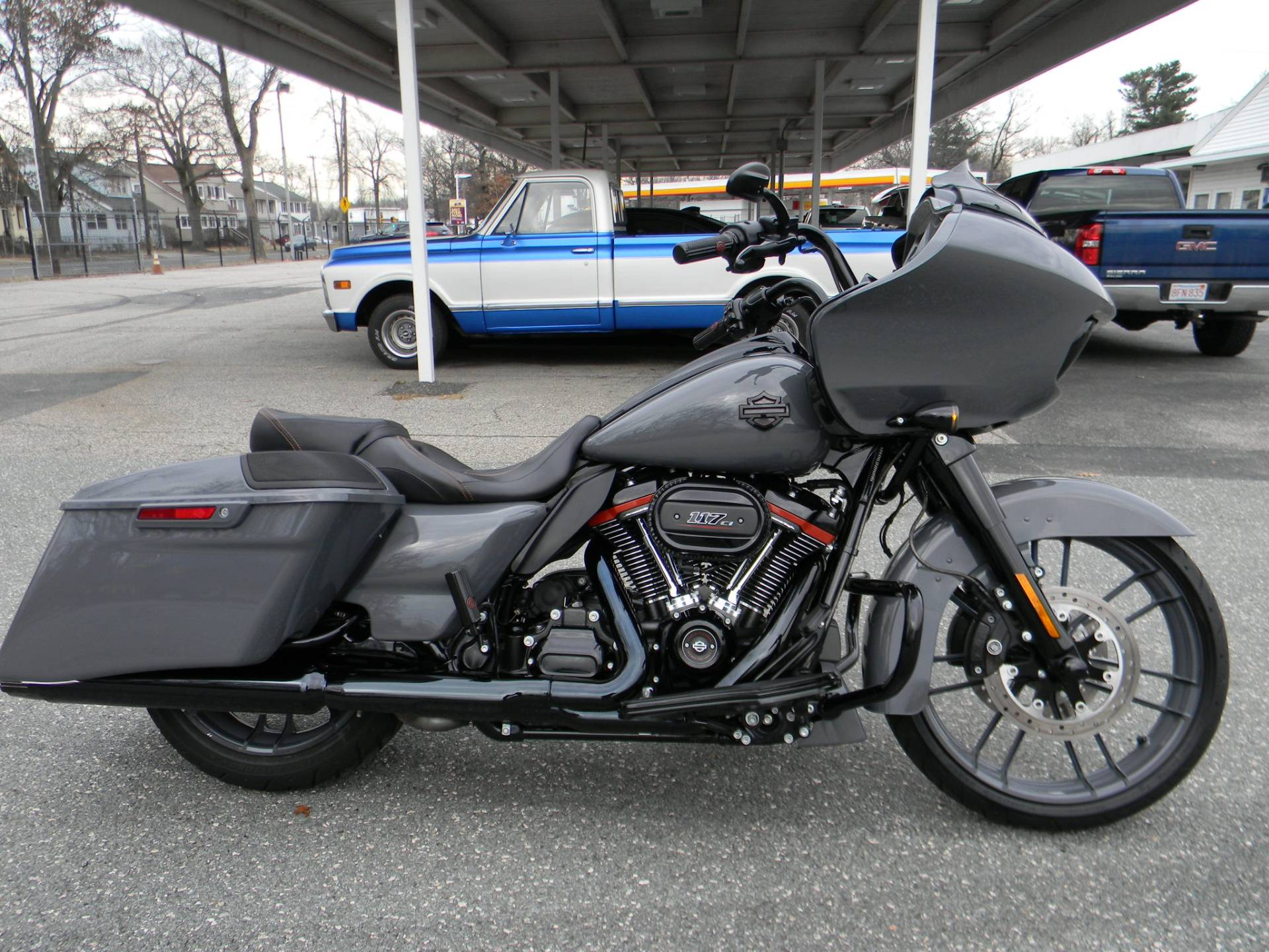 2018 Harley-Davidson CVO™ Road Glide® in Springfield, Massachusetts - Photo 2