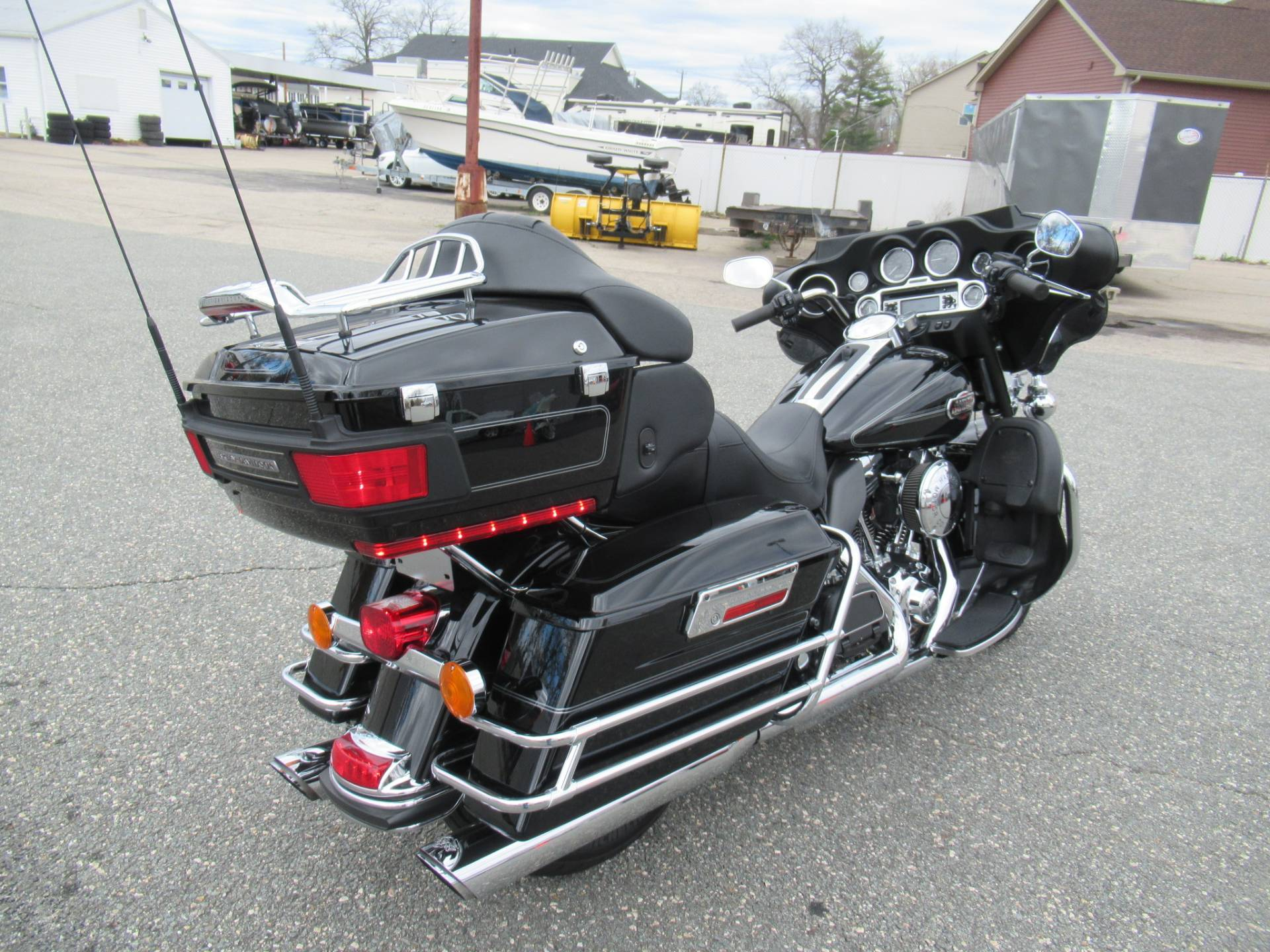 2010 Harley-Davidson Ultra Classic® Electra Glide® in Springfield, Massachusetts - Photo 3